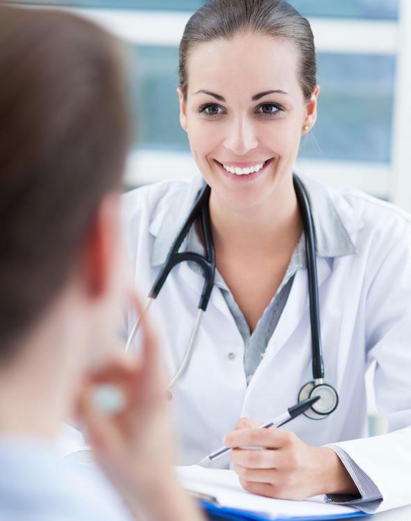 Специалист по анапластологии назначает консультацию пациенту, когда устройство готово к использованию.