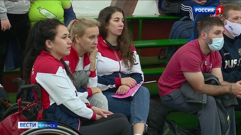 В Брянске проходят чемпионат России и Кубок России по пауэрлифтингу