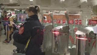 Приехали мстить за девушку, которую оштрафовали за маску в метро.  Вынудили контролёров сбежать.