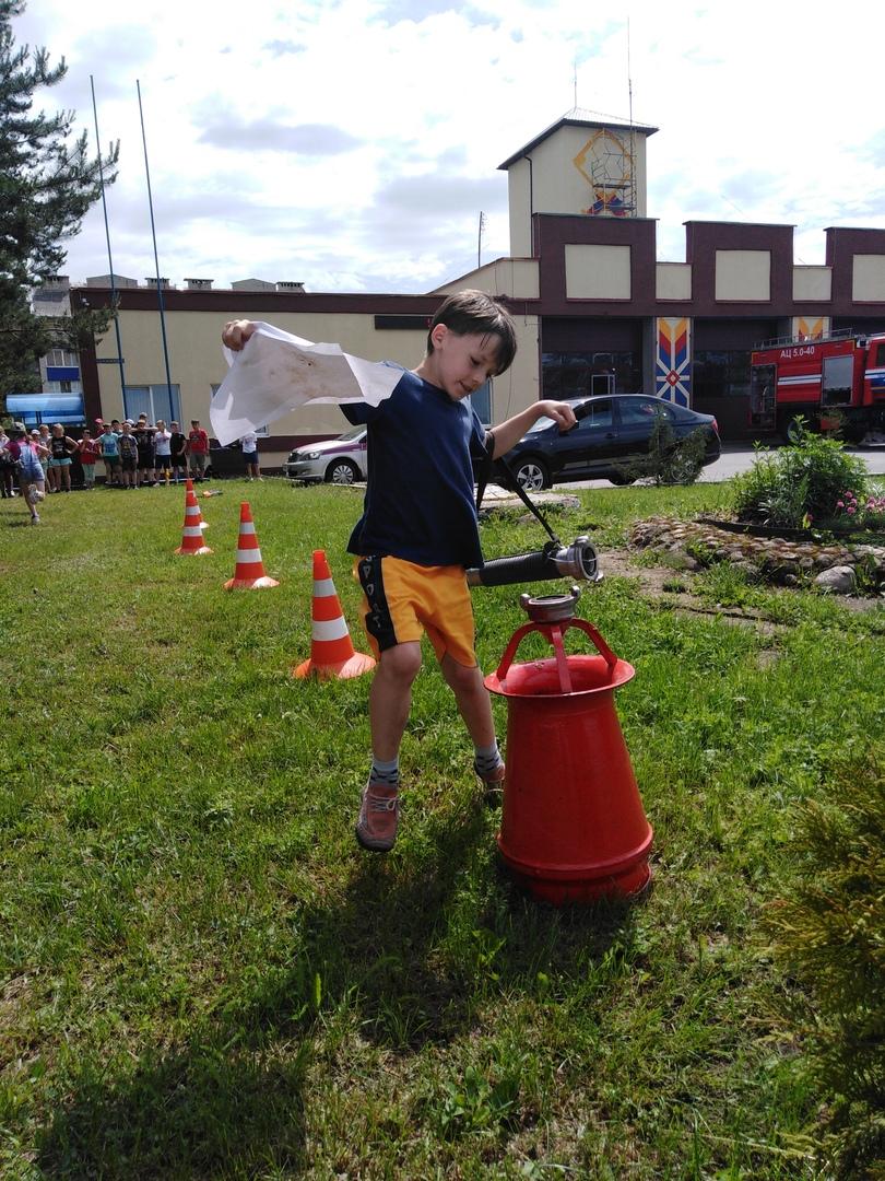 Фоторепортаж посещения МЧС г. Червеня спортсменов спортивно-оздоровительного лагеря «Олимпиец», изображение №24