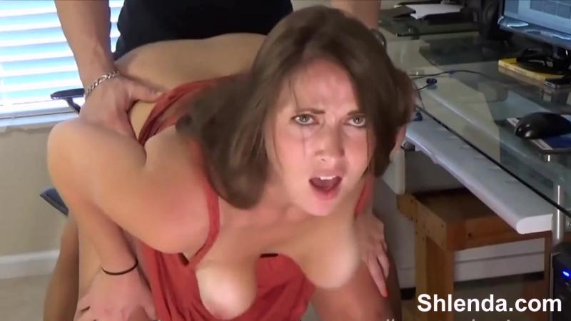 Сексуальную зрелую мамашу с огромными сиськами жестко