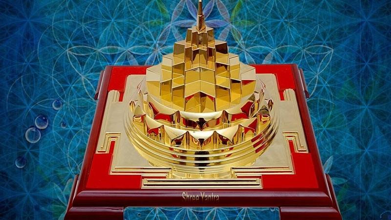 Sri Chakra Maha Meru Mantra Mahalakshmi Mantra Powerful Mantras For Wealth Unni Krishnan