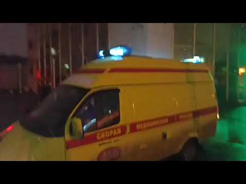 В Омске две бригады скорой привезли пациентов к зданию областного минздрава так как больше некуда