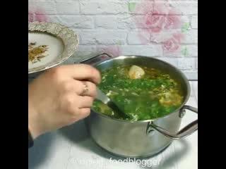 Куриный суп с крапивой (ингредиенты указаны в описании видео)