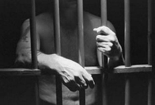 10 самых больших тюремных сроков 384912 летВ 1972 году двадцатилетний почтальон из Пальма-де-Майорка был осужден на триста восемьдесят четыре тысячи девятьсот двенадцать лет за то, что не