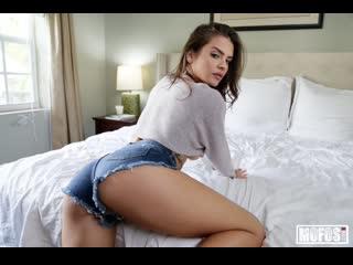 Горячая милашка в коротких шортиках соблазняет друга (Keisha Grey,инцест,milf,минет,секс,анал,мамку,сиськи,PornHub,порно,зрелую)
