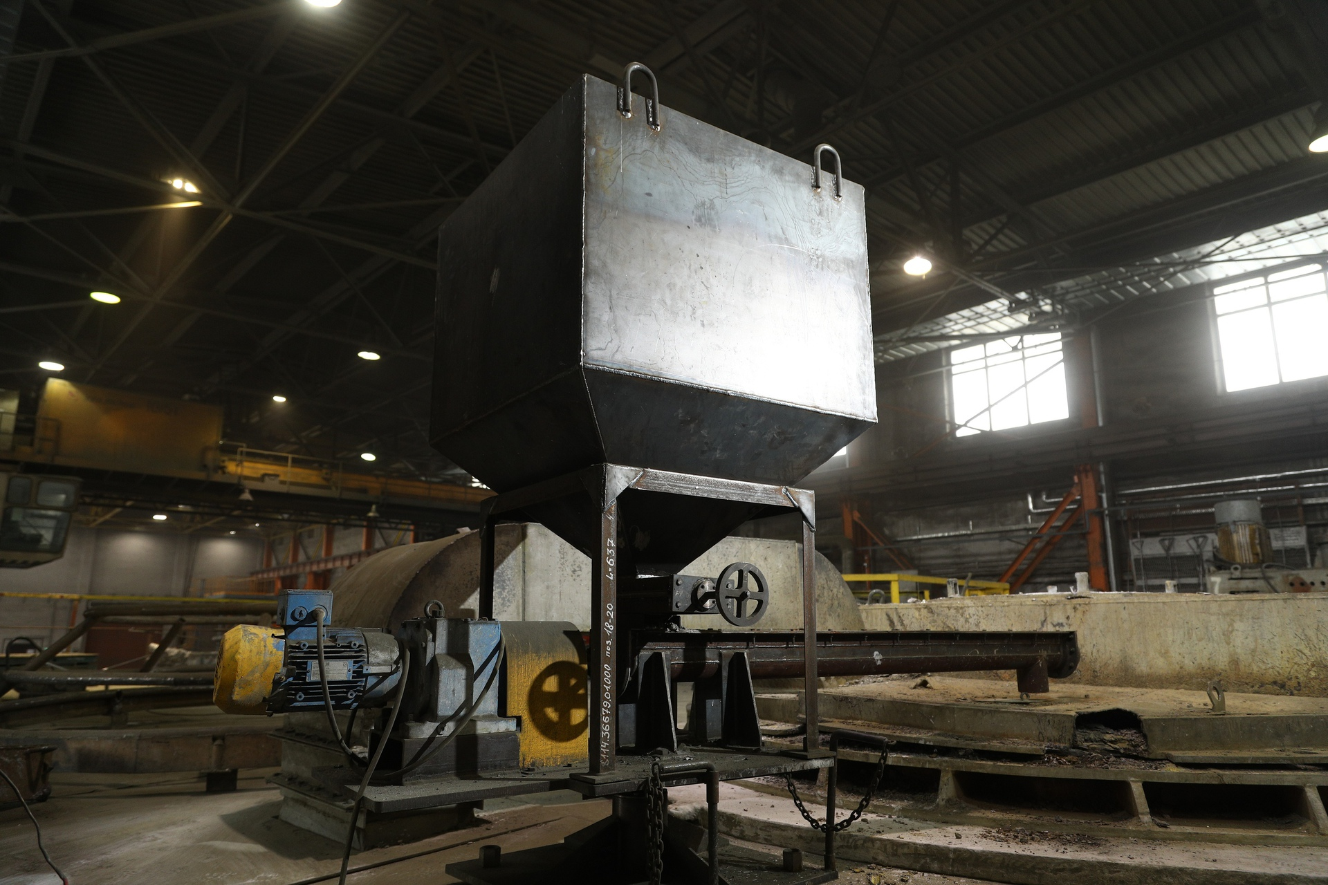 В металлургическом цехе Производства сплавов цветных металлов АО...