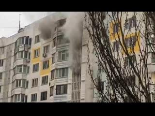 Пожар в керчи. в многоэтажке по улице буденного произошло сильное задымление.