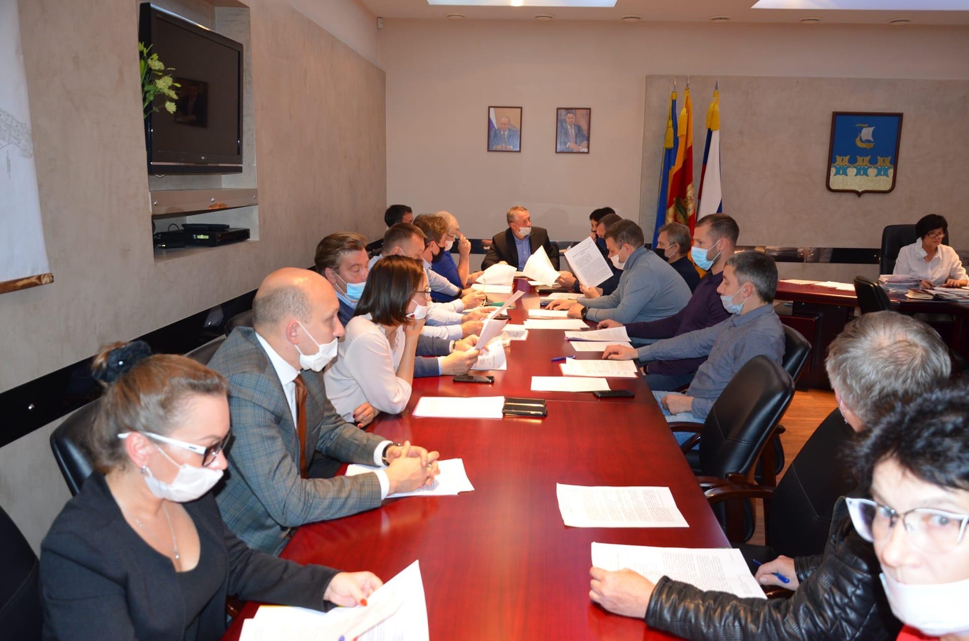 Зарплату Главы, систему налогообложения и развалины на Урицкого обсудили в городской думе