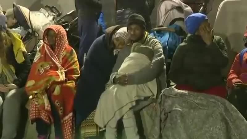 Paris Évacuation ce matin du camps de migrants porte de la chapelle Bientôt remonté à quelques mètres