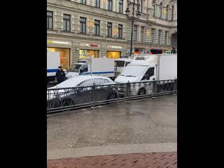 На данный момент закрыты все выходы из метро Невский проспект