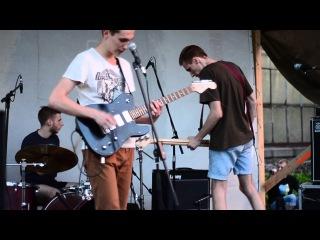 The Bezzoommies - Kaanapali 15/06/2013 - Live@ ВДНХ