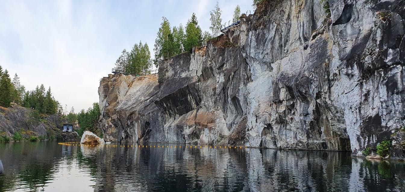 Большой мраморный каньон, вид с водной глади
