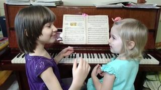 Ярослава (3 года) и Марианна (6 лет) Лемешкины. Теория в игровой форме.