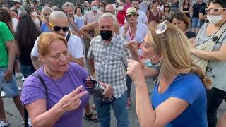 Napoli, la manifestazione no vax a piazza Dante