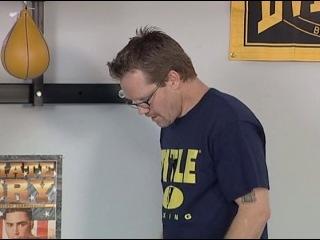 Фредди Роуч работа с боксерским мешком
