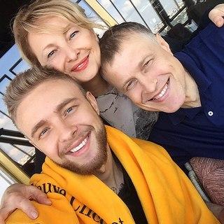 Семья.❤️А мои любимые поклонники вывели тэг в Твиттере #ЕгорКрид21 ! Присоединяйтесь😉Спасибо всем за поздравления! Я вас люблю! Вы моя семья!