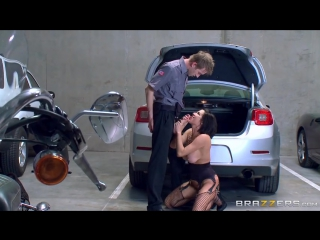 Veronica Avluv - The Whore In The Lot