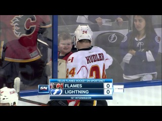 Gotta See It: Hudler gets thumbs up from young fan