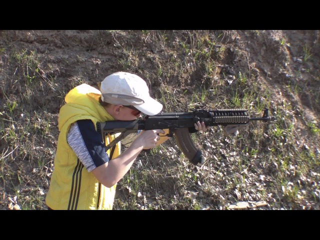 Паренек стреляет из АКМ 7 62х39 11 лет первый выстрел в жизни Дети и оружие