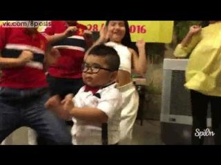 Маленький пухлый мальчик танцует, таиланд / 5 years old boy ku tin nguyen dance, vietnam