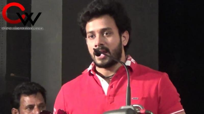 Бхаратик на премьере муз альбома к фильму Tihar