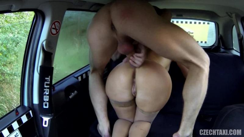 Чешский таксист подвёз Русскую девку бесплатно и за это трахнул её