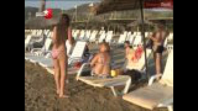 Hande Sarıoğlu Bikinili Frikik Video