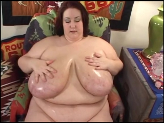 Obese momma plays with her massive tits_1