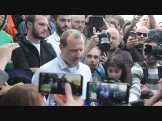 Кандидат в президенты Грузии раздавал избирателям сигареты с марихуаной NR