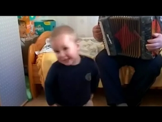 Дед с внуком зажигают))) Вот это я понимаю,воспитание!
