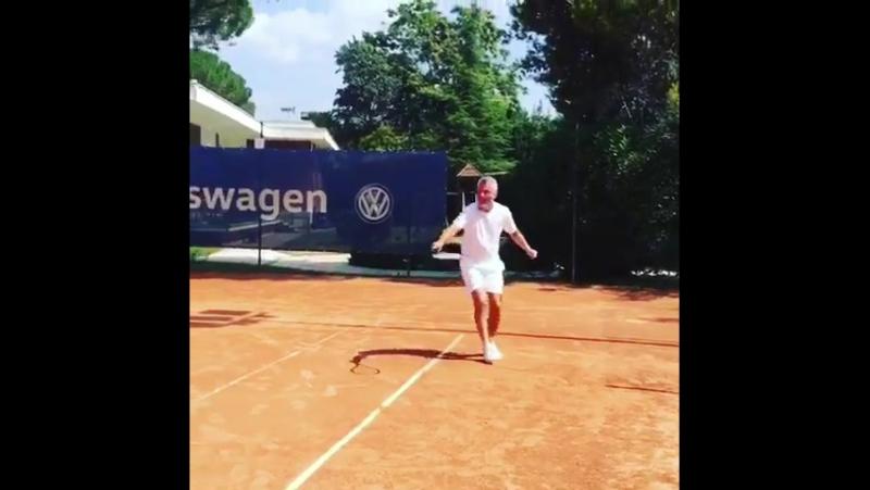 Che rovescio, ragazzi! 🤣🎾🏸 tennisfans tennisman... Рим 10.08.2017