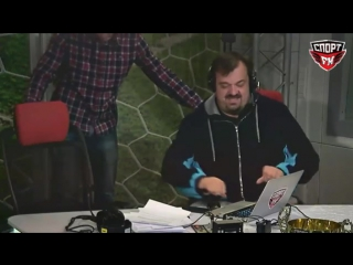 Под Василием Уткиным сломалось кресло в прямом эфире