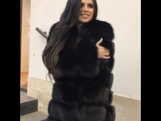 Виктория Романец позирует в шикарной шубе своего любимого бренда, лицом которого она является