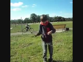 Ещё как сука этот велосипедист медленно проезжает блять заебал гандон хули ты па