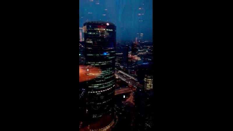 Вид на вечерний город из башни Москва Сити с 60 этажа