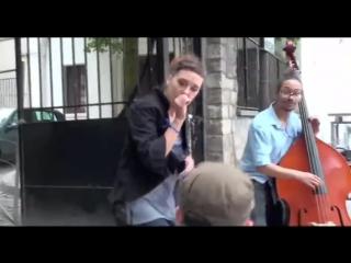 Zaz je veux уличный французский шансон! просмотров на youtube!