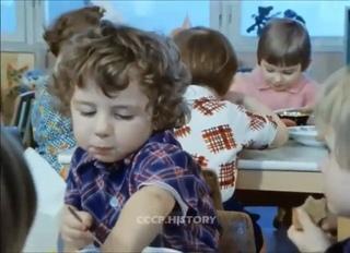 """Ксения Бородина on Instagram: """"Сразу запах детского садика вспомнился, раньше заходишь в сад и уже знаешь, что будет на завтрак)))) Никогда не забу..."""