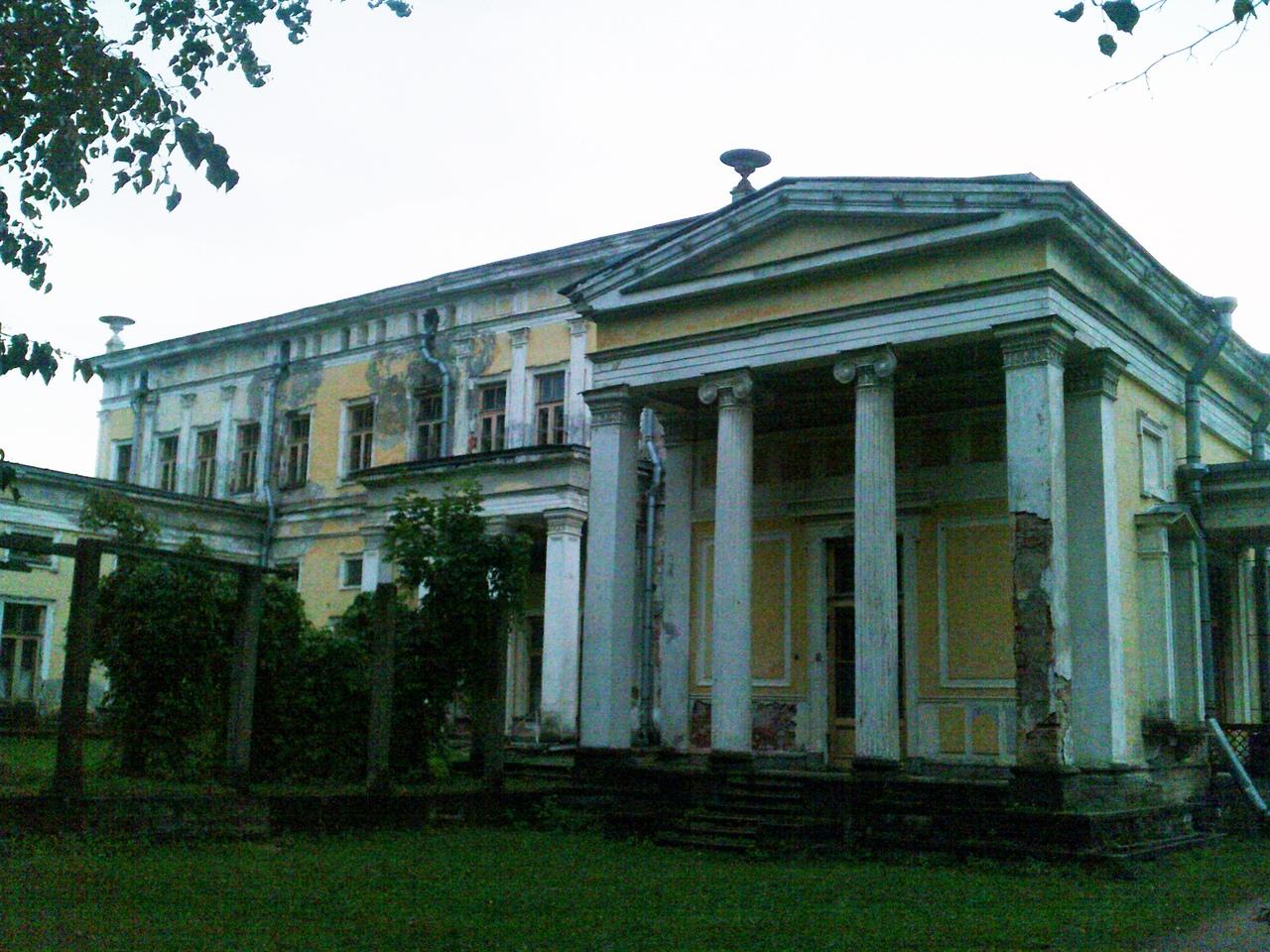 Дворец герцога Лейхтенбергского в Сергиевке. Как гниет и рассыпается историческое наследие