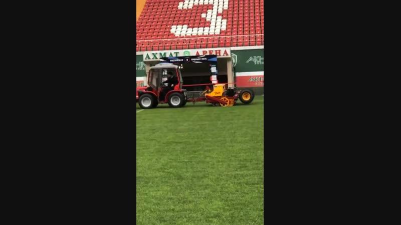 Агрономы Ахмат Арены готовят поле к матчам весенней части чемпионата России