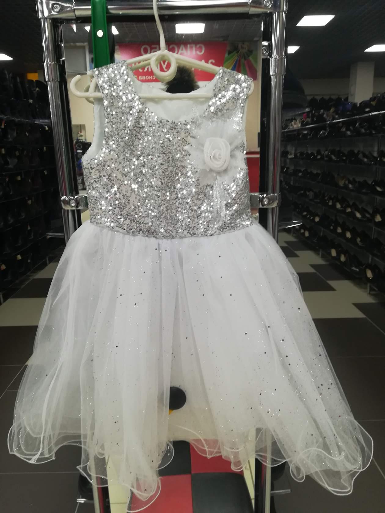 Продам белое детское платье.