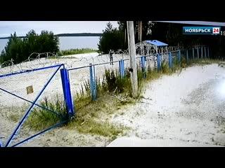 Хулиганы испортили беседку на озере Ханто в Ноябрьске