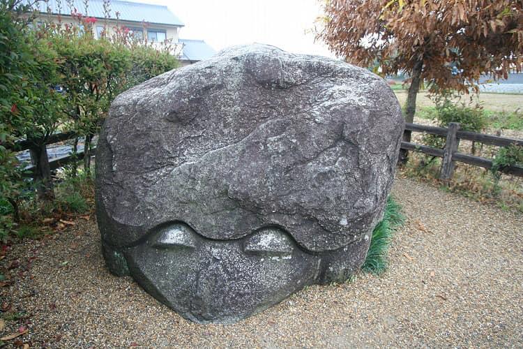 Японские мегалиты