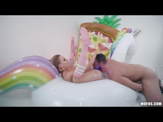 Inflatable Room : Emma Hix