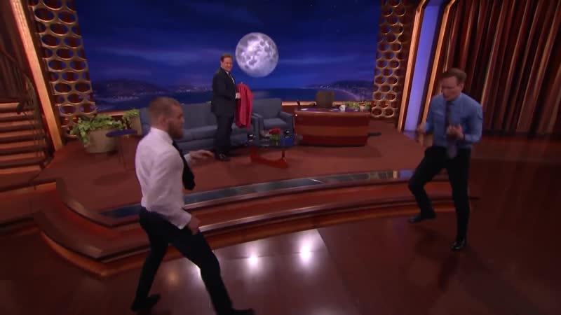Конор Макгрегор демонстрирует свой капоэйра удар не секс порно сосет минет анал трахает ебет кончает оргия голая вписка