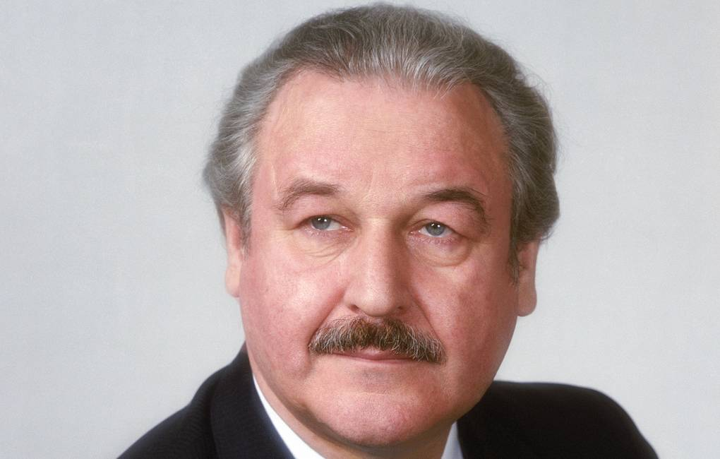 Умер последний советский министр кино Александр Камшалов