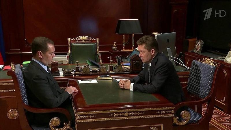 Дмитрий Медведев обсудил сглавой «Газпрома» поставки газа наУкраину. Новости. Первый канал