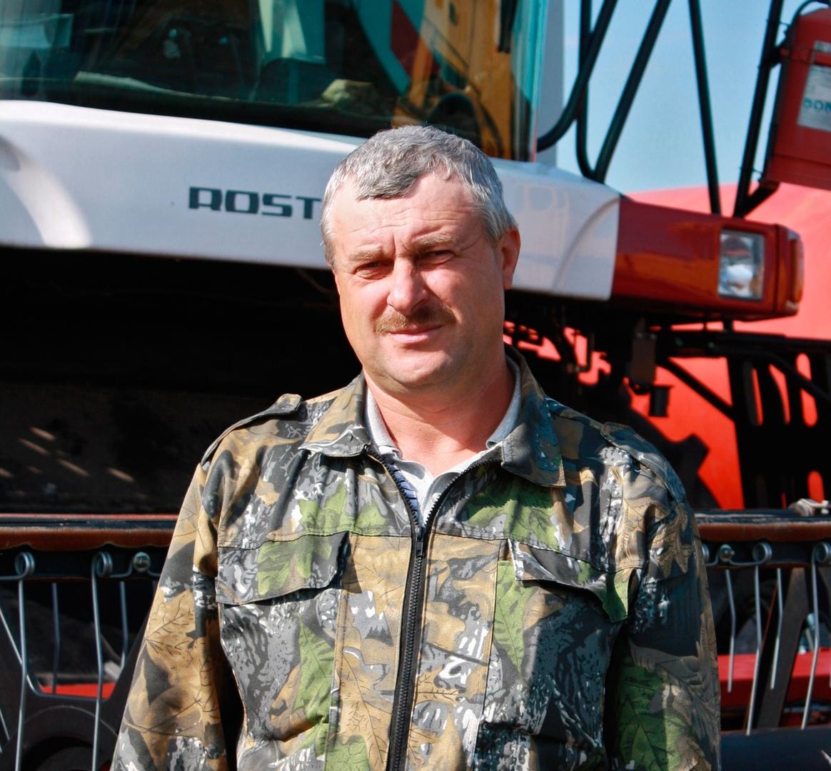 Медведев наградил орденом курского тракториста