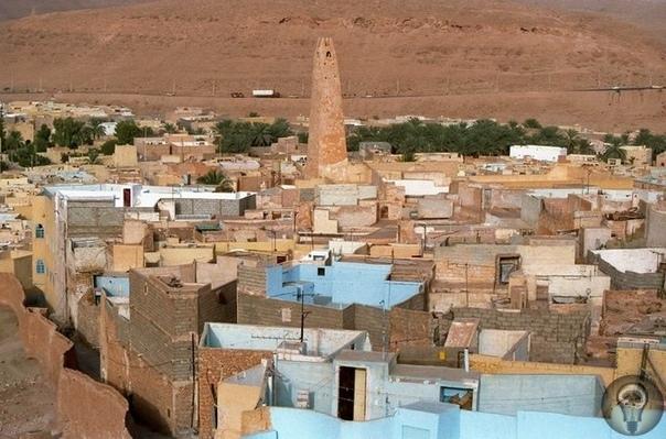 САМОБЫТНАЯ ДОЛИНА МЗАБ. Долина Мзаб расположена примерно в 500 км от столицы Алжира. Хотя эта удивительная долина была заселена более 10 веков назад, с тех пор она практически не изменилась. В