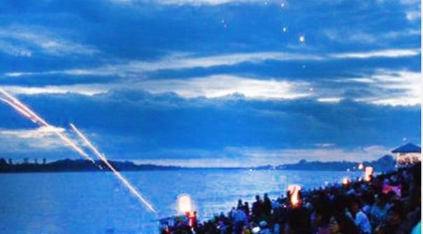 ОГНЕННЫЕ ШАРЫ МЕКОНГА Загадочные вещи происходят в пределах 70-100 километров вниз по течению от Вьентьяна, столицы Лаоса - по ночам из мутной воды реки Меконг появляются красные светящиеся